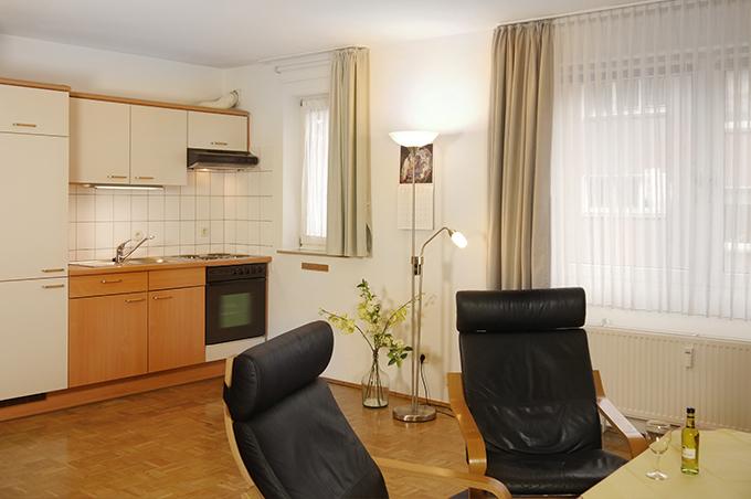 Ferienwohnung Apparthaus Arosa Wohn- und Essbereich